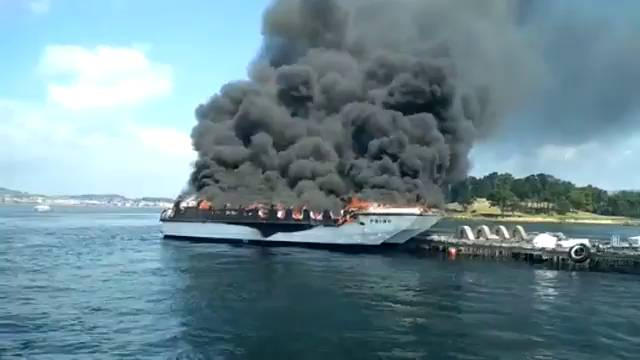 catamaranincendiado